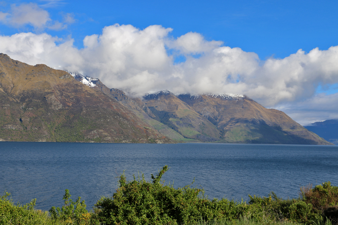 Le lac Wakatipu, qui borde Queenstown...