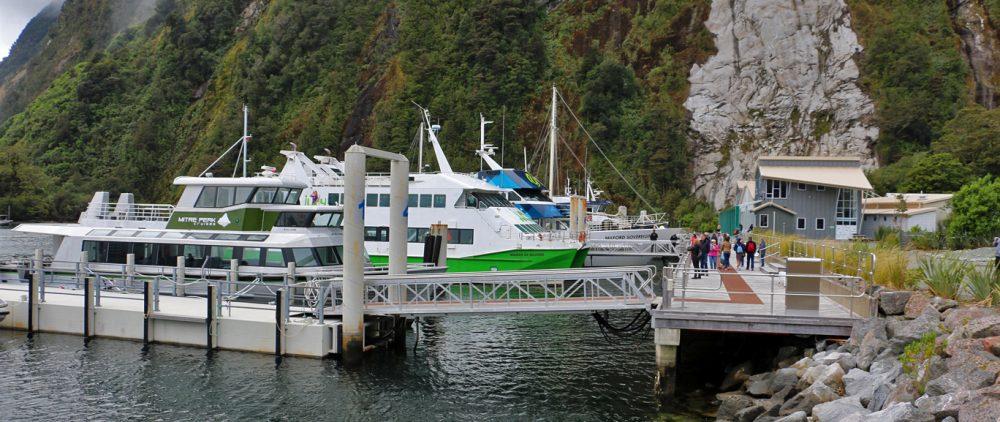 Voilà notre bateau, le tout petit petit tout devant...